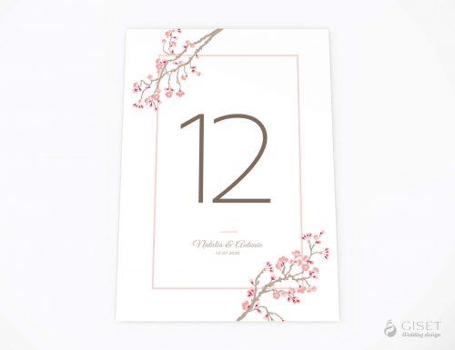 meseros de boda con flores cerezo giset wedding