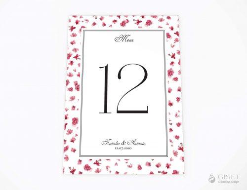 meseros de boda con flores rosas giset wedding